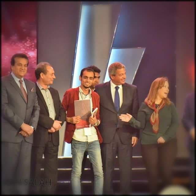 الكاتب ضياء الدين خليفة أثناء تكريمه بجائزة وزارة الشباب