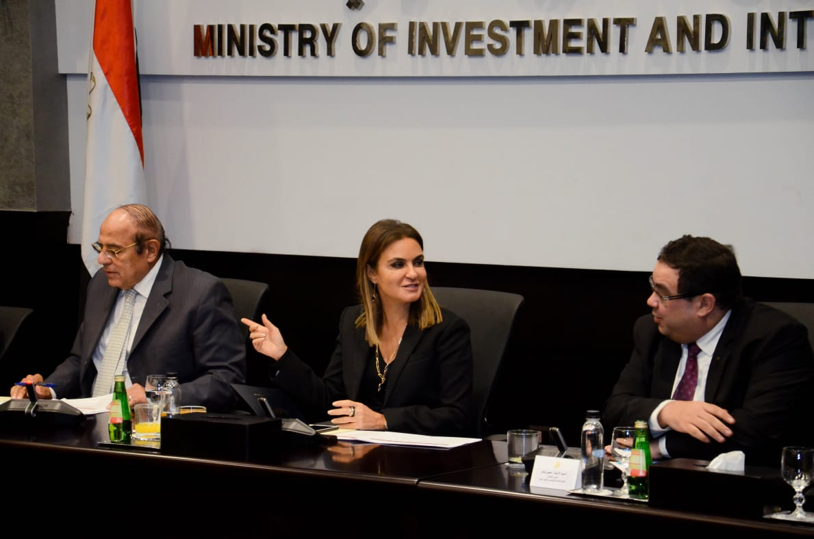 محسن عادل رئيس هيئة الاستثمار وسحر نصر وزيرة الاستثمار