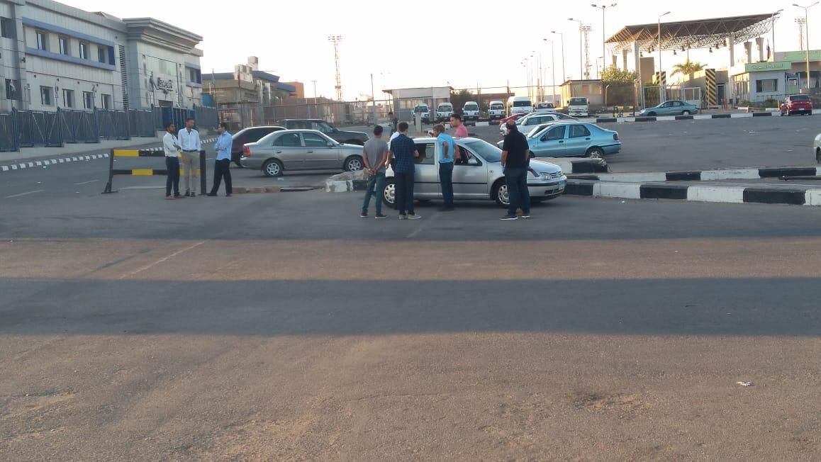 أسرة الشاب المصرى المتبرع بأعضائه تتسلم جثمانه بمطار القاهرة (10)
