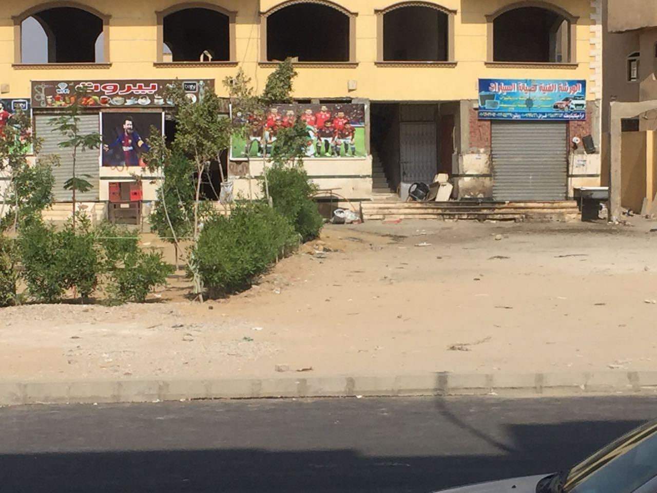 ورش وسط الكتلة السكنية فى العبور  (2)
