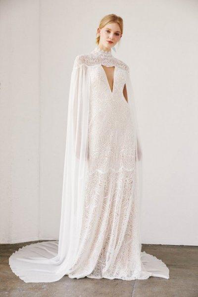 موديلات فساتين زفاف بالكاب من مجموعة Tadashi Shoji من اسبوع فساتين زفاف ربيع 2019