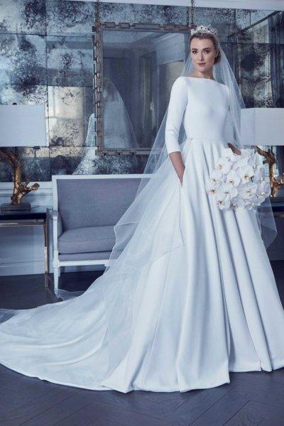 موديلات فساتين زفاف راقية مستقيمة من مجموعة Romona Keveza لربيع 2019