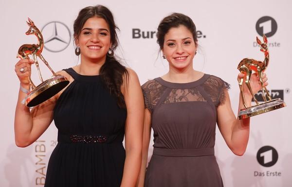 سارة ويسرى ماردينى مع جوائز بامبى