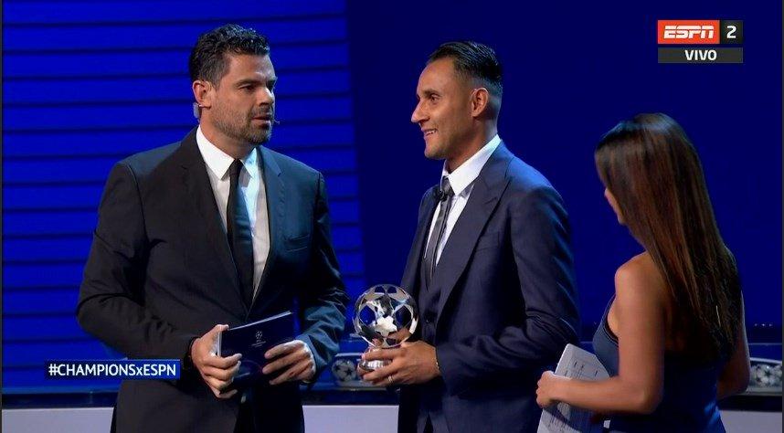 نافاس يتسلم جائزة افضل لاعب فى اوروبا 2018