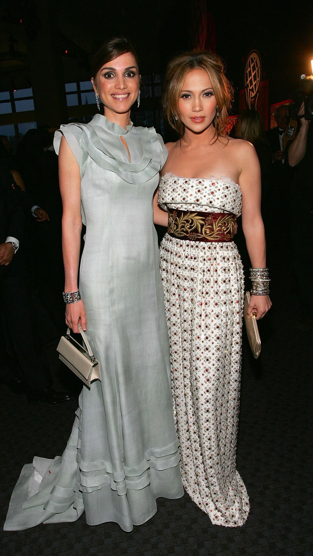 الملكة رانيا مع جنيفر لوبيز فى حفل مجلة تايم لأكثر الشخصيات المؤثرة بالعالم فى 2006