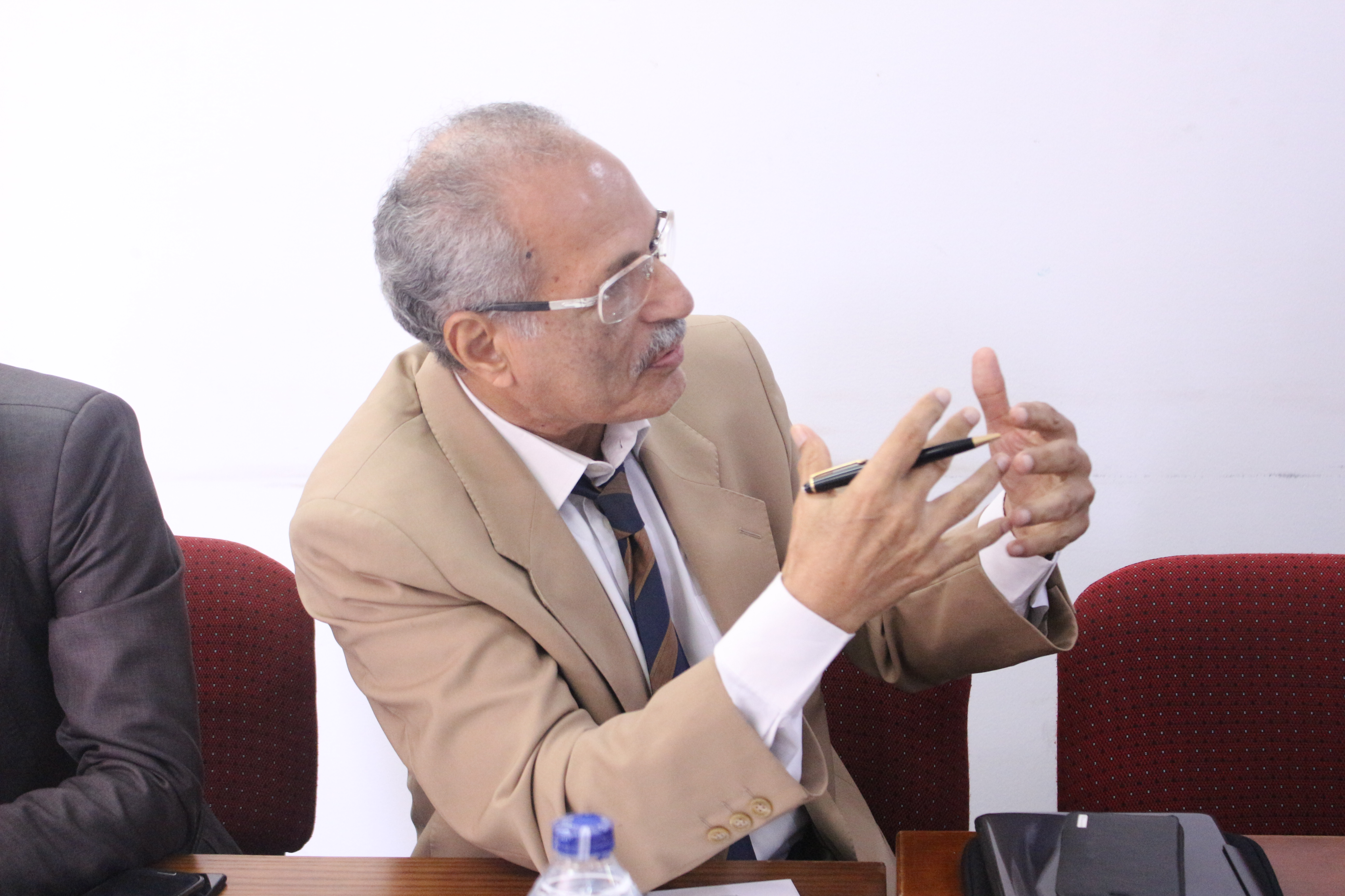 أحد المشاركين بجلسة الحواجز التجارية غير الجمركية فى مصر