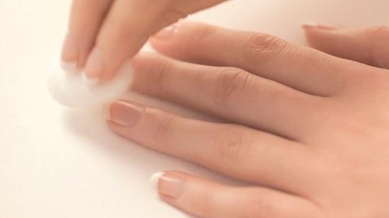 العناية بالاظافر - إزالة طلاء الأظافر