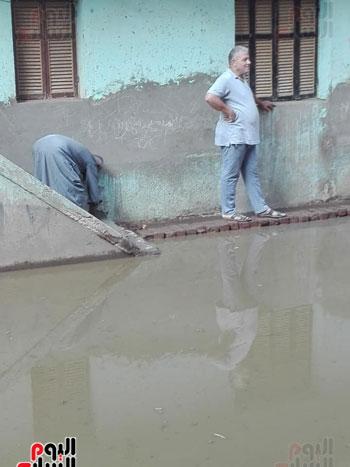 قرية فرسيس بالغربية تغرق فى الصرف