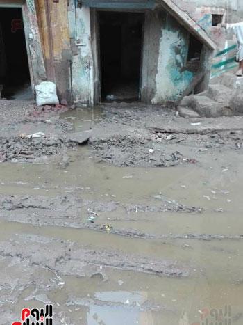قرية فرسيس تغرق فى الصرف