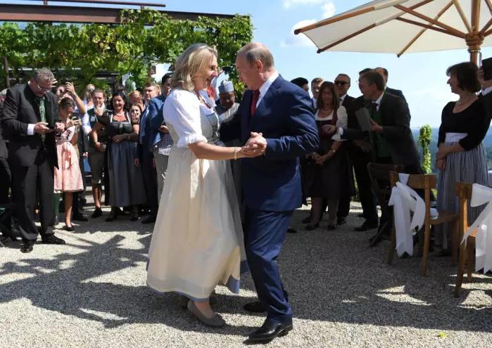 بوتين فى حفل الزفاف