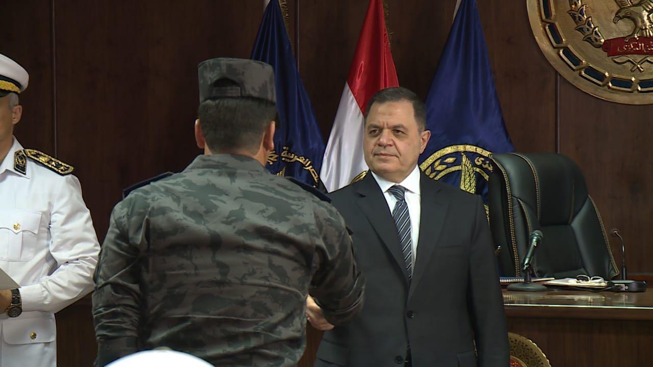 وزير الداخلية فى لقاء مع ضباط وجنود الأمن المركزى