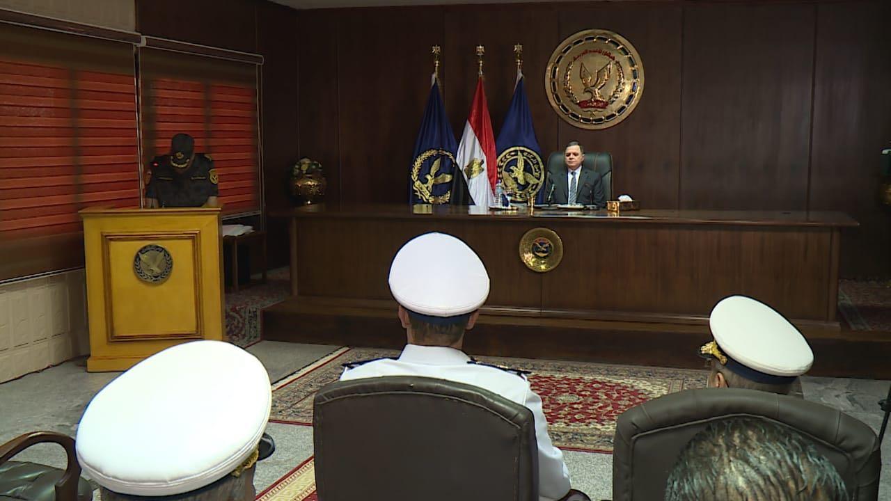 لقاء وزير الداخلية مع ضباط الامن المركزى