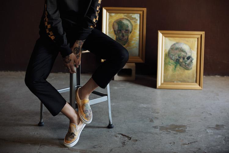 حذاء و لوحة لفان جوخ