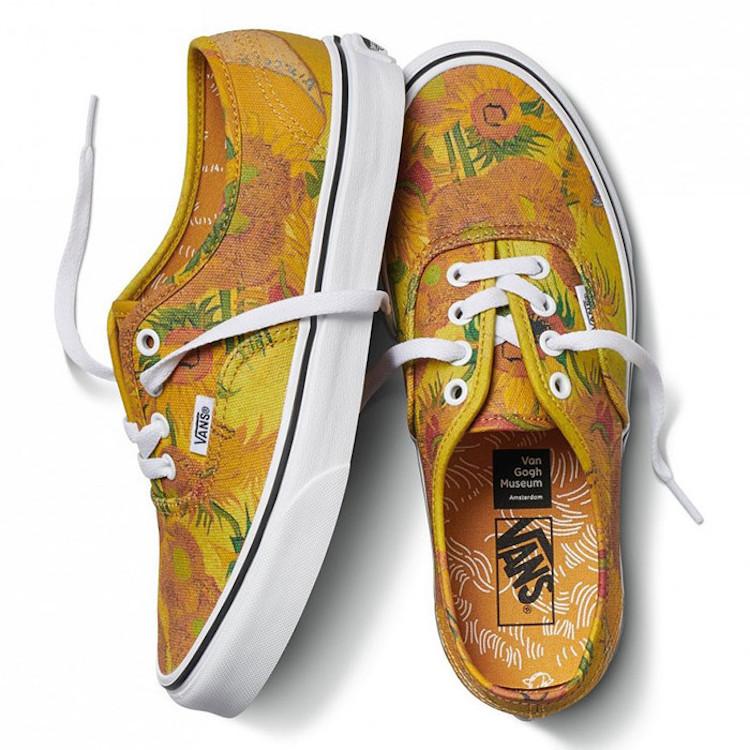 لوحة فان جوخ لعباد الشمس على حذاء vans