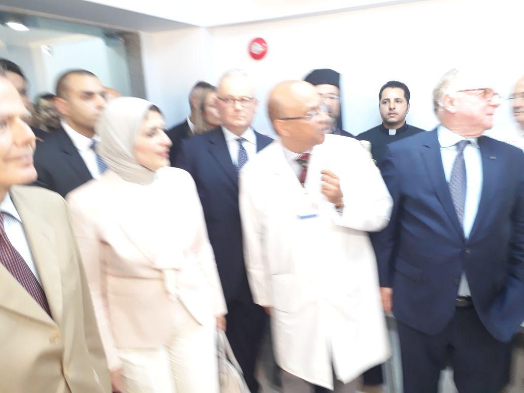 وزيرة الصحة ووزير الخارجية الايطالية خلال زيارة المستشفى