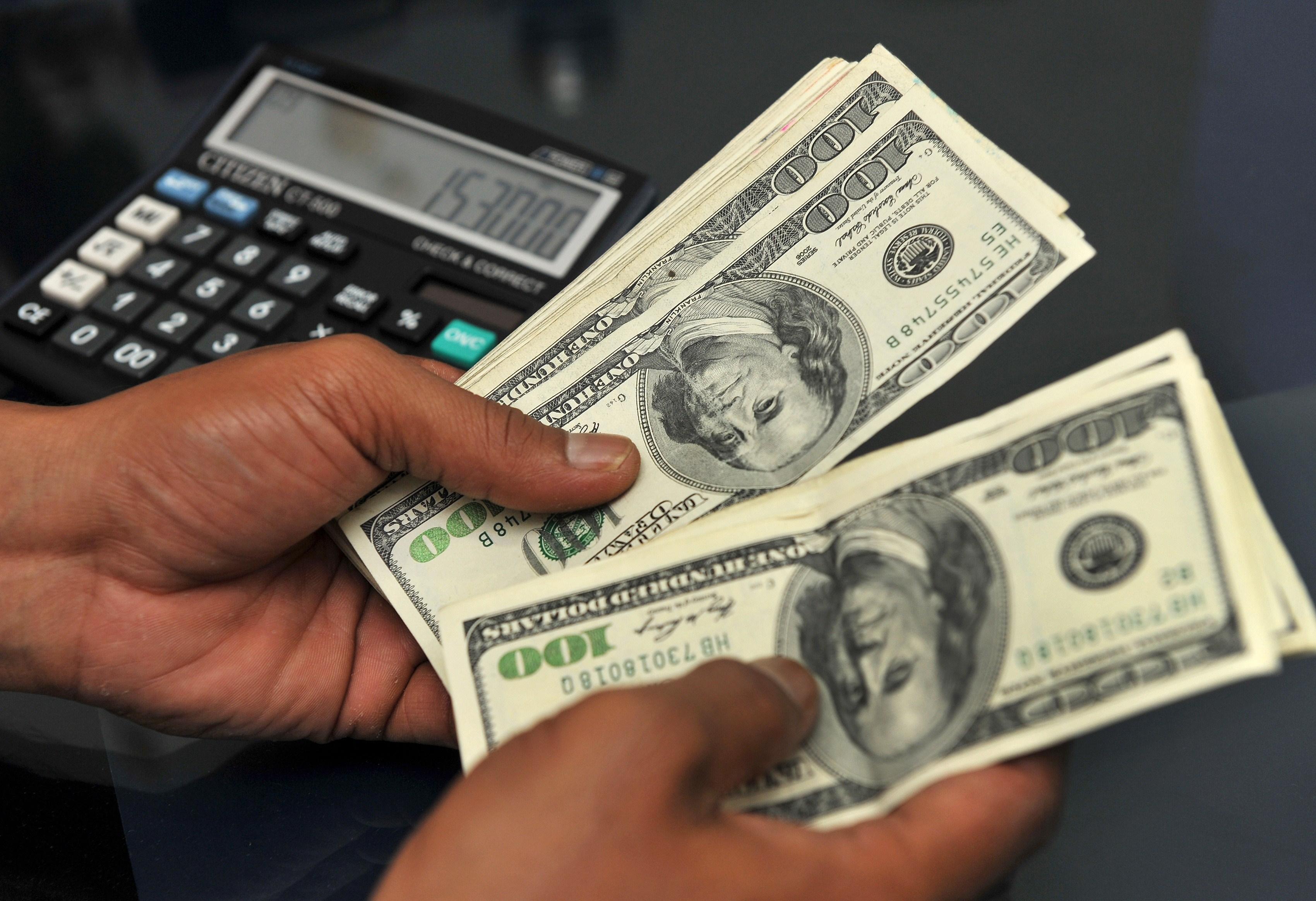 أسعار العملات اليوم الأحد 5-8-2018 الدولار يستقر واليورو يتراجع أمام الجنيه 1565953-%D8%A7%D9%84%D8%AF%D9%88%D9%84%D8%A7%D8%B1