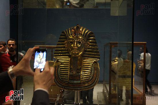 صور وزير الاثار ووزير خارجية ايطاليا بجولة داخل المتحف المصرى  (29)