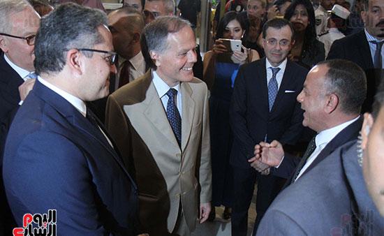 صور وزير الاثار ووزير خارجية ايطاليا بجولة داخل المتحف المصرى  (8)