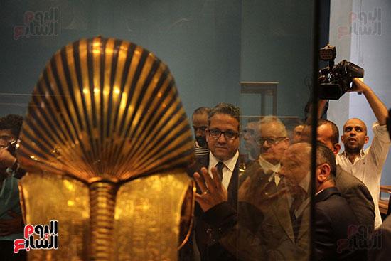 صور وزير الاثار ووزير خارجية ايطاليا بجولة داخل المتحف المصرى  (25)