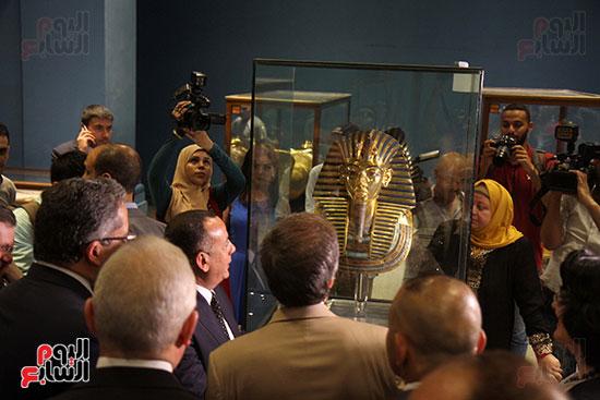 صور وزير الاثار ووزير خارجية ايطاليا بجولة داخل المتحف المصرى  (27)