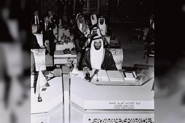 الشيخ زايد بن سلطان آل نهيان مؤسس دولة الإمارات