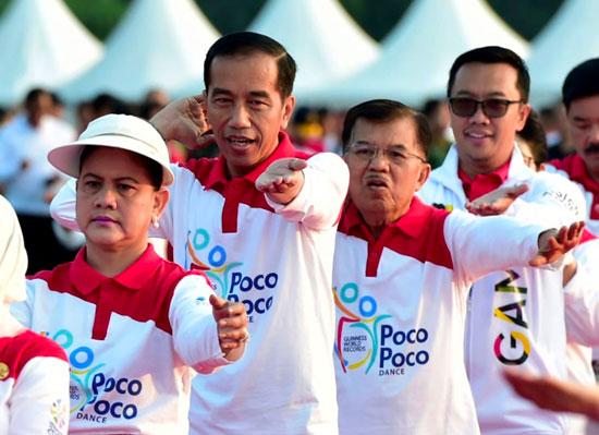 رئيس إندونيسيا يرقص فى الشارع