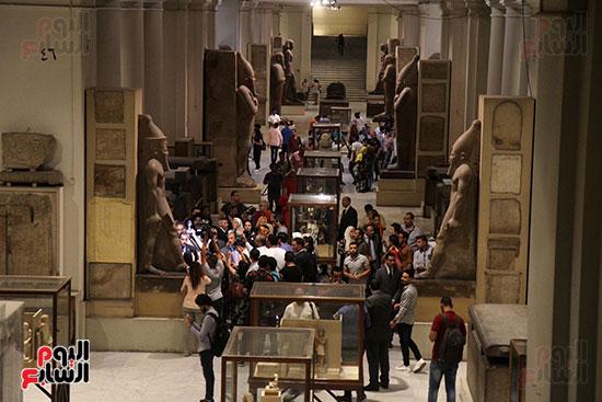 صور وزير الاثار ووزير خارجية ايطاليا بجولة داخل المتحف المصرى  (20)
