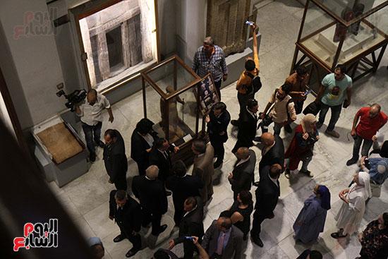 صور وزير الاثار ووزير خارجية ايطاليا بجولة داخل المتحف المصرى  (22)