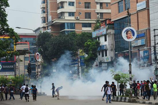 اشتباكات عنيفة بين الشرطة ومحتجين فى بنجلاديش بعد مقتل طالبين