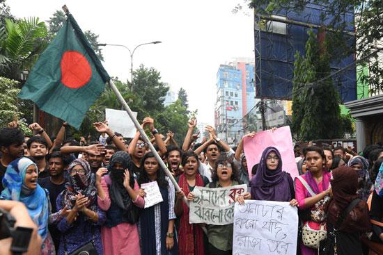 الطالبات يشاركن فى الاحتجاجات