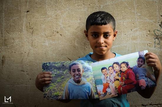 أطفال جزيرة الدهب يحملون صورهم (5)