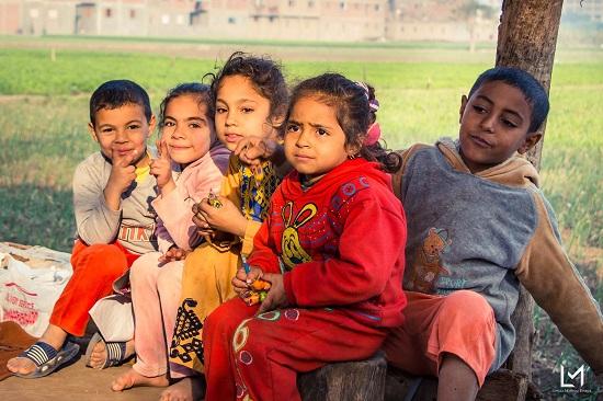 أطفال جزيرة الدهب يحملون صورهم (8)