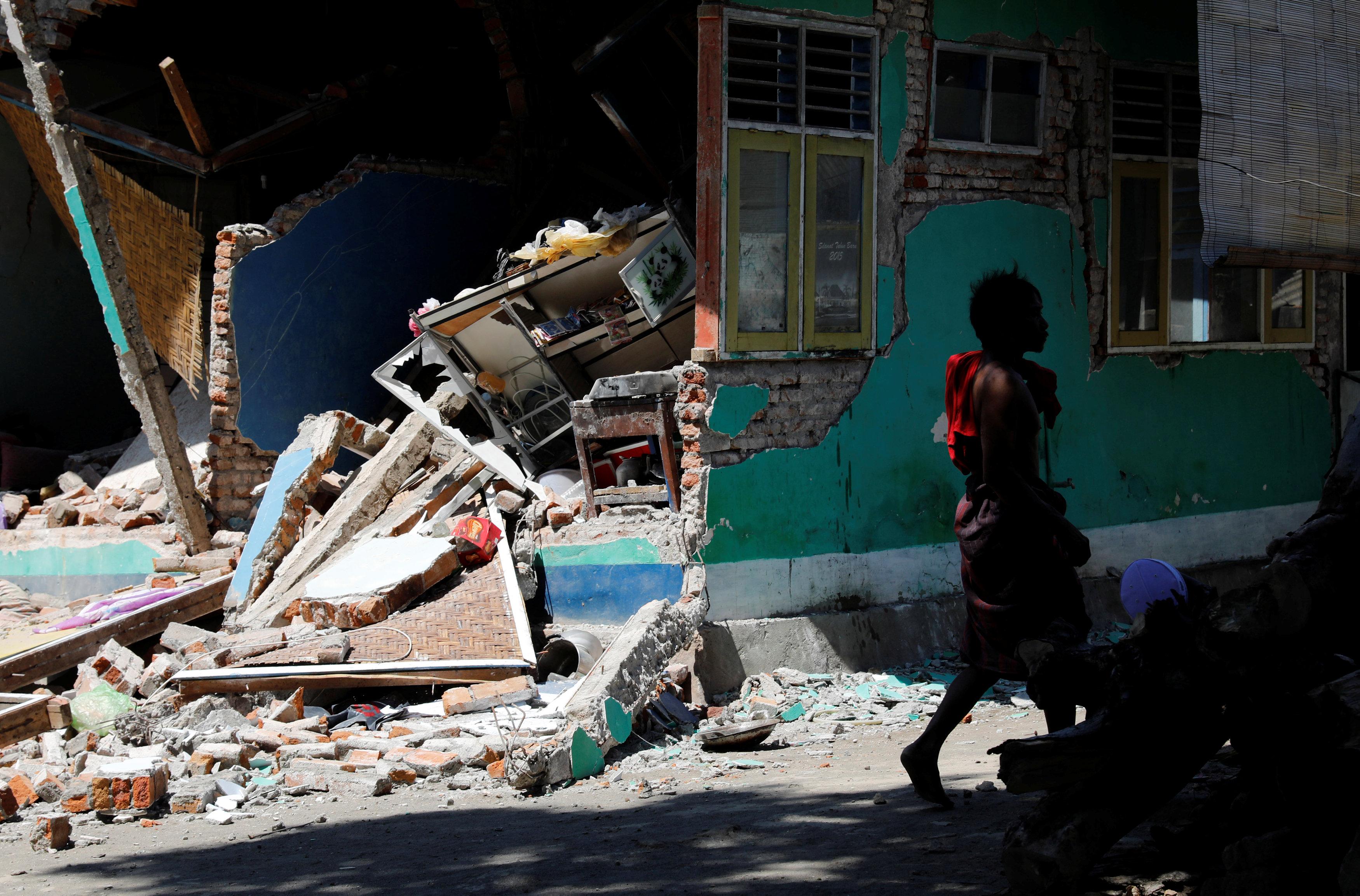 دمار بسبب الزلزال