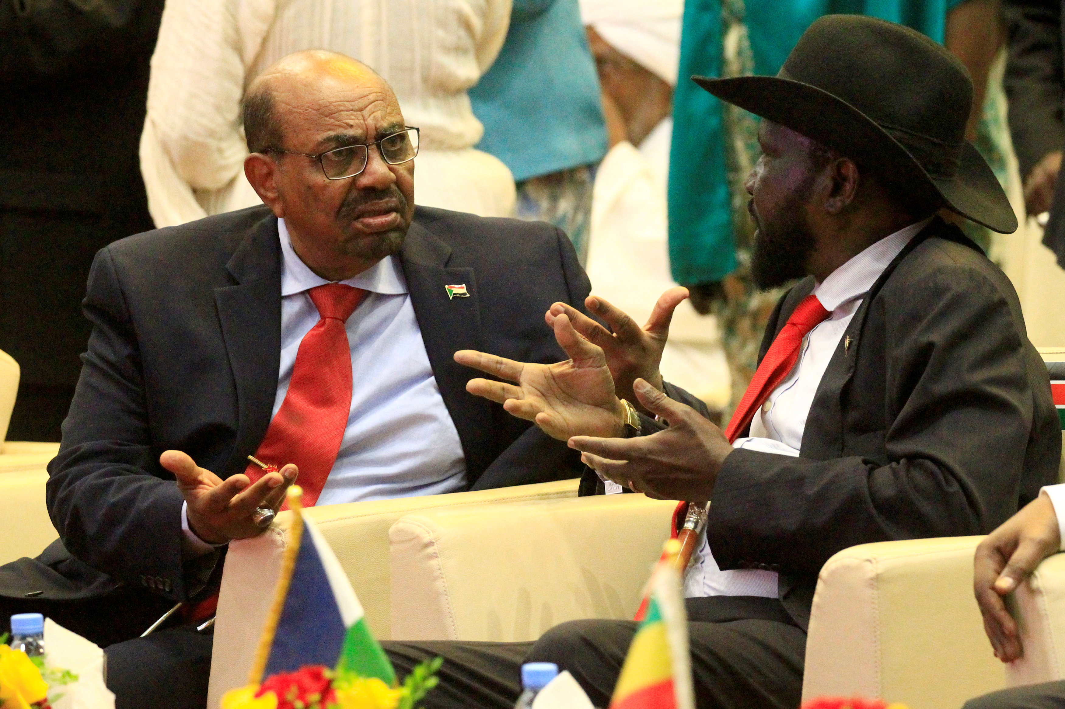 حديث بين الرئيس السودانى عمر حسن البشير ونظيره الجنوب سودانى سيلفا كير