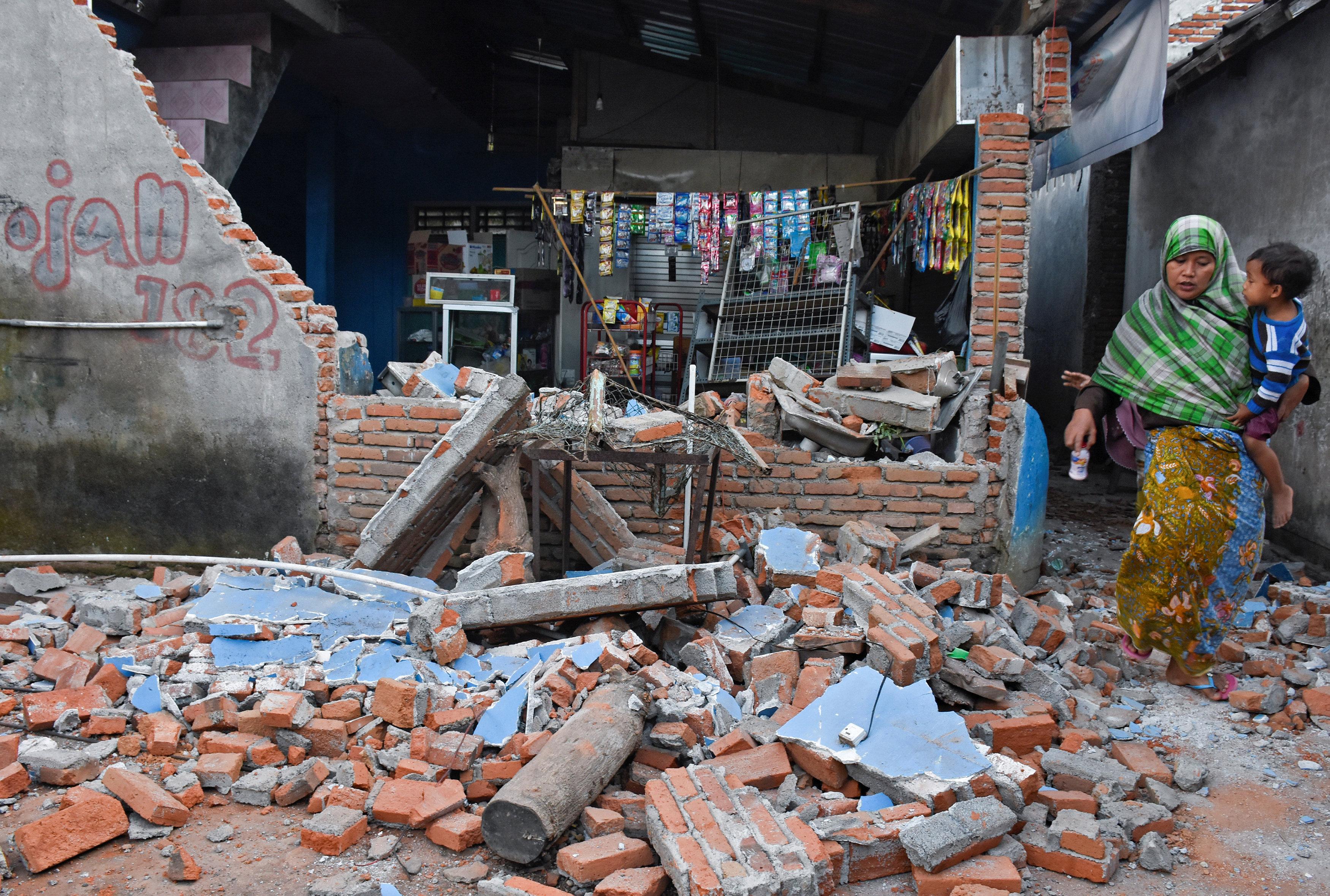 الآثار المدمرة للزلزال