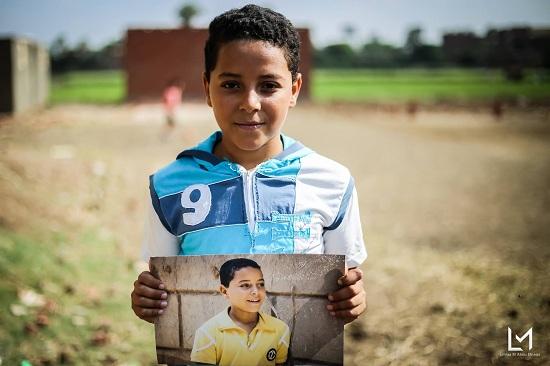 أطفال جزيرة الدهب يحملون صورهم (11)