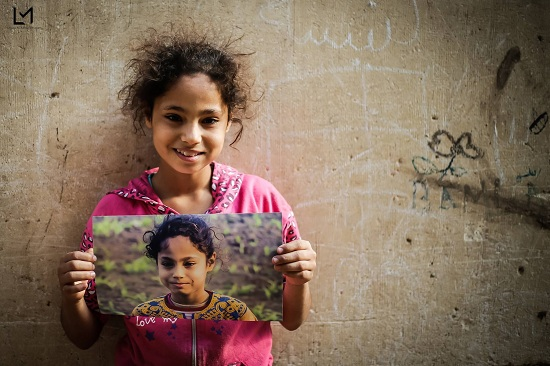 أطفال جزيرة الدهب يحملون صورهم (9)