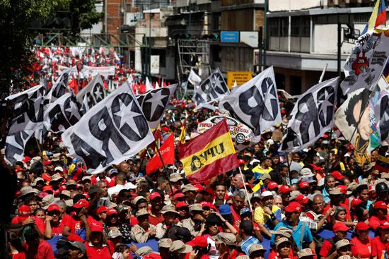 أعلام فنزويلا خلال المسيرات