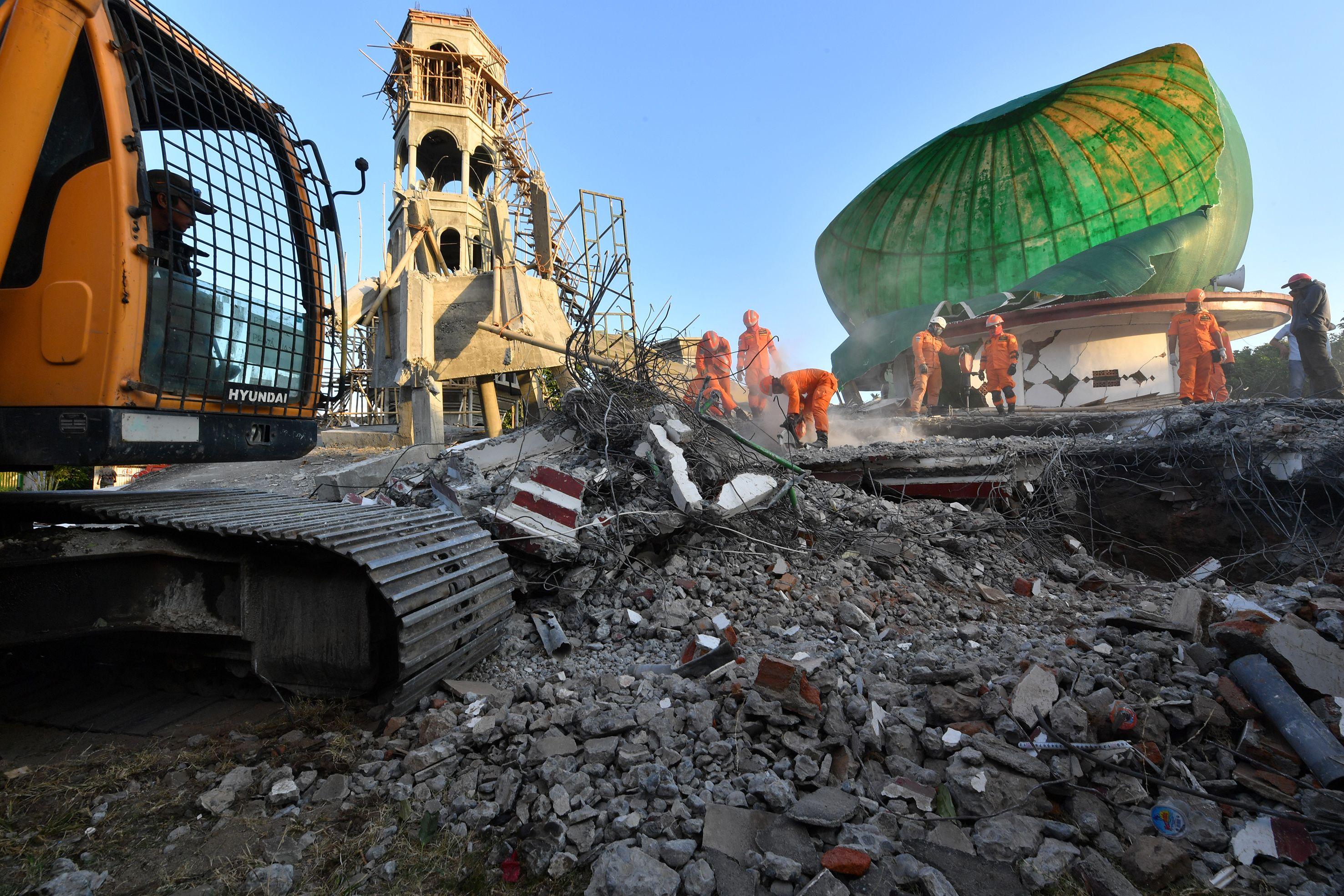 أعمال الحفر بعد الزلزال