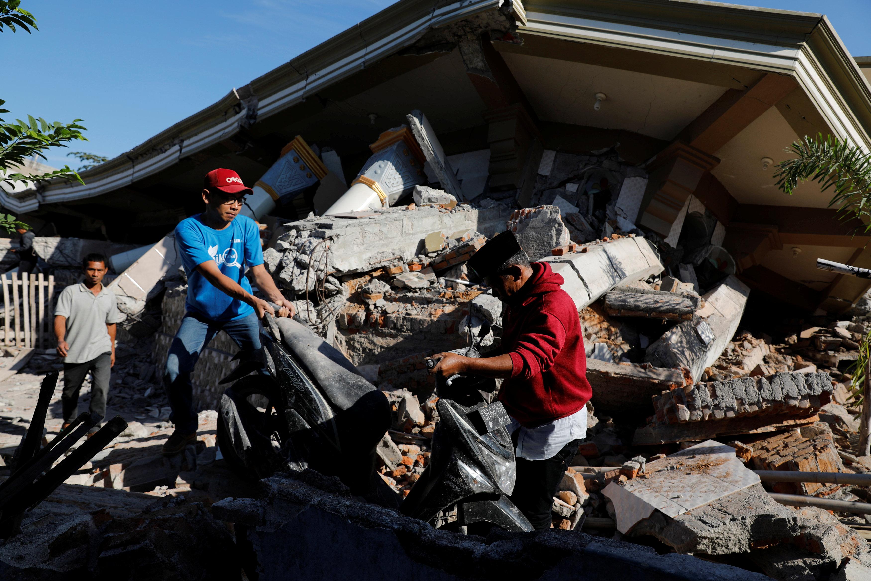 أضرار زلزال إندونيسيا
