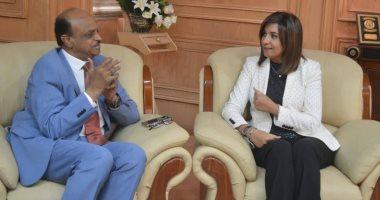 جانب من لقاء السفيرة نبيلة مكرم الدكتور كرار التهامى الأمين العام لجهاز تنظيم شئون السودانيين
