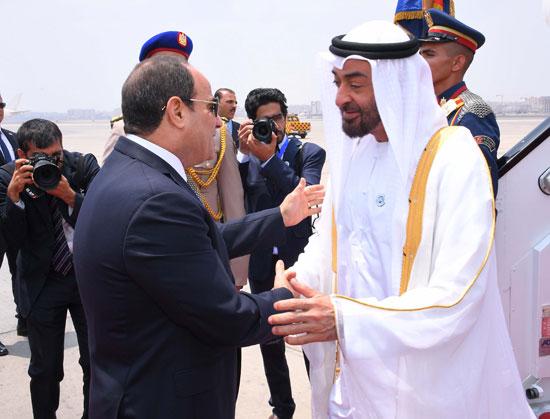 الرئيس السيسى يستقبل محمد بن زايد بمطار القاهرة (7)