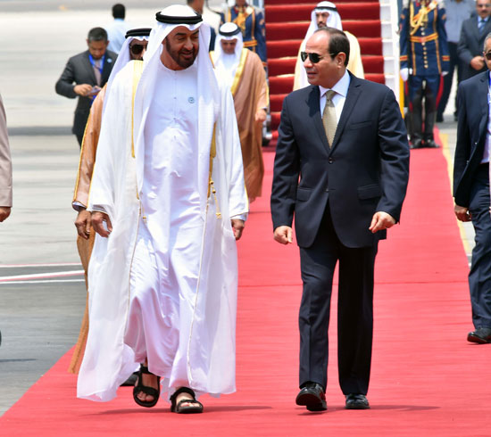 الرئيس السيسى يستقبل محمد بن زايد بمطار القاهرة (2)
