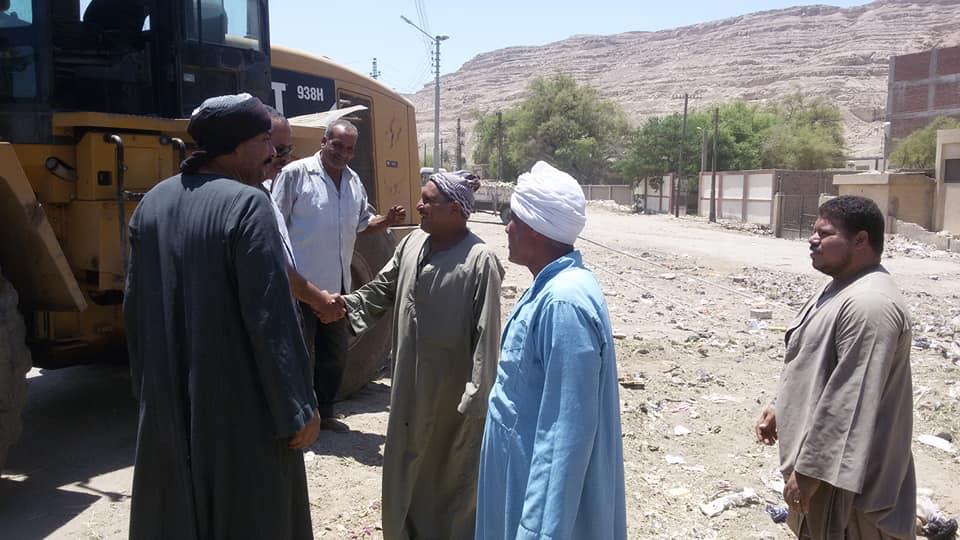 رئيس مركز اسيوط خلال حملة علي طريق دير درنكه