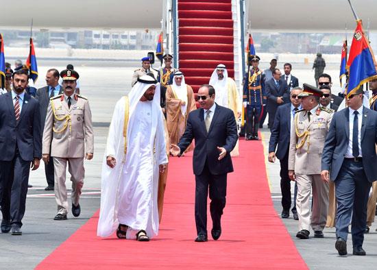 الرئيس السيسى يستقبل محمد بن زايد بمطار القاهرة (1)