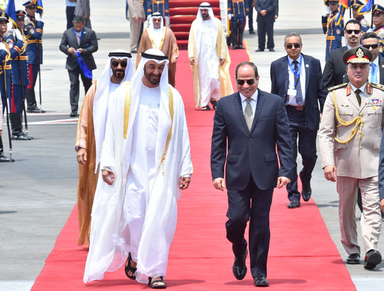 الرئيس السيسى يستقبل محمد بن زايد بمطار القاهرة (3)