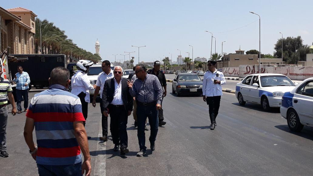 محافظ بورسعيد يتابع عمل المنافذ الجمركية (4)