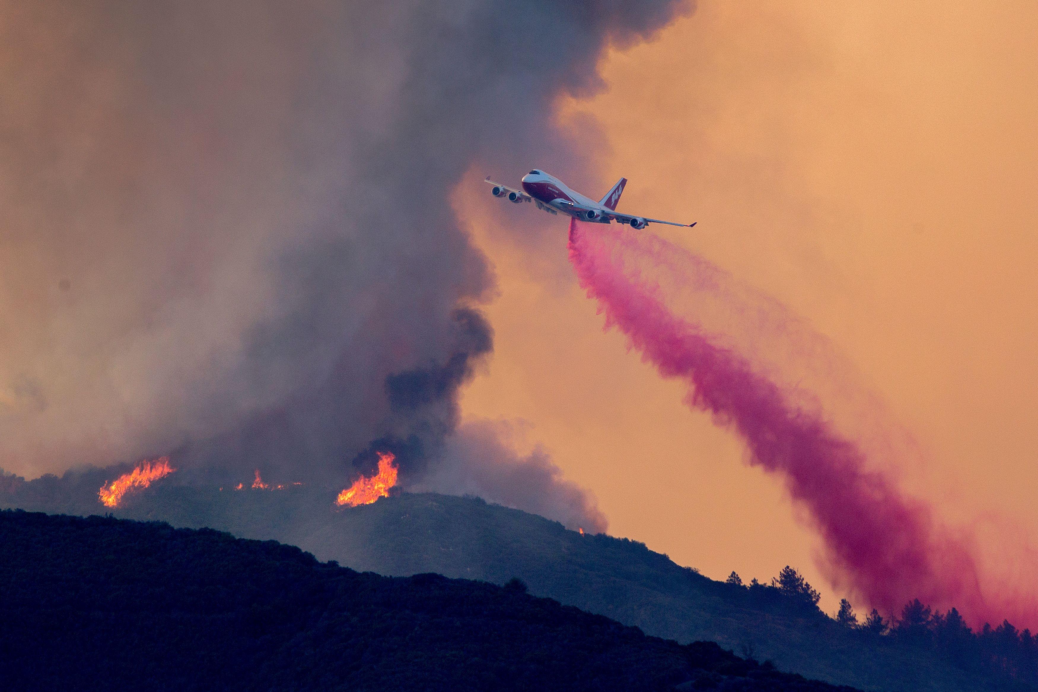 طائرة إطفاء
