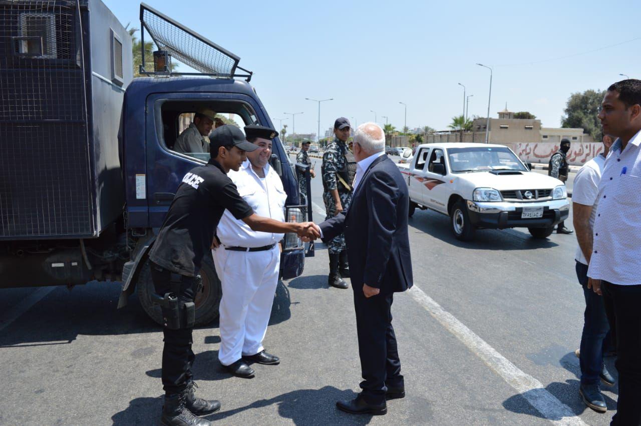 محافظ بورسعيد يتابع عمل المنافذ الجمركية (1)