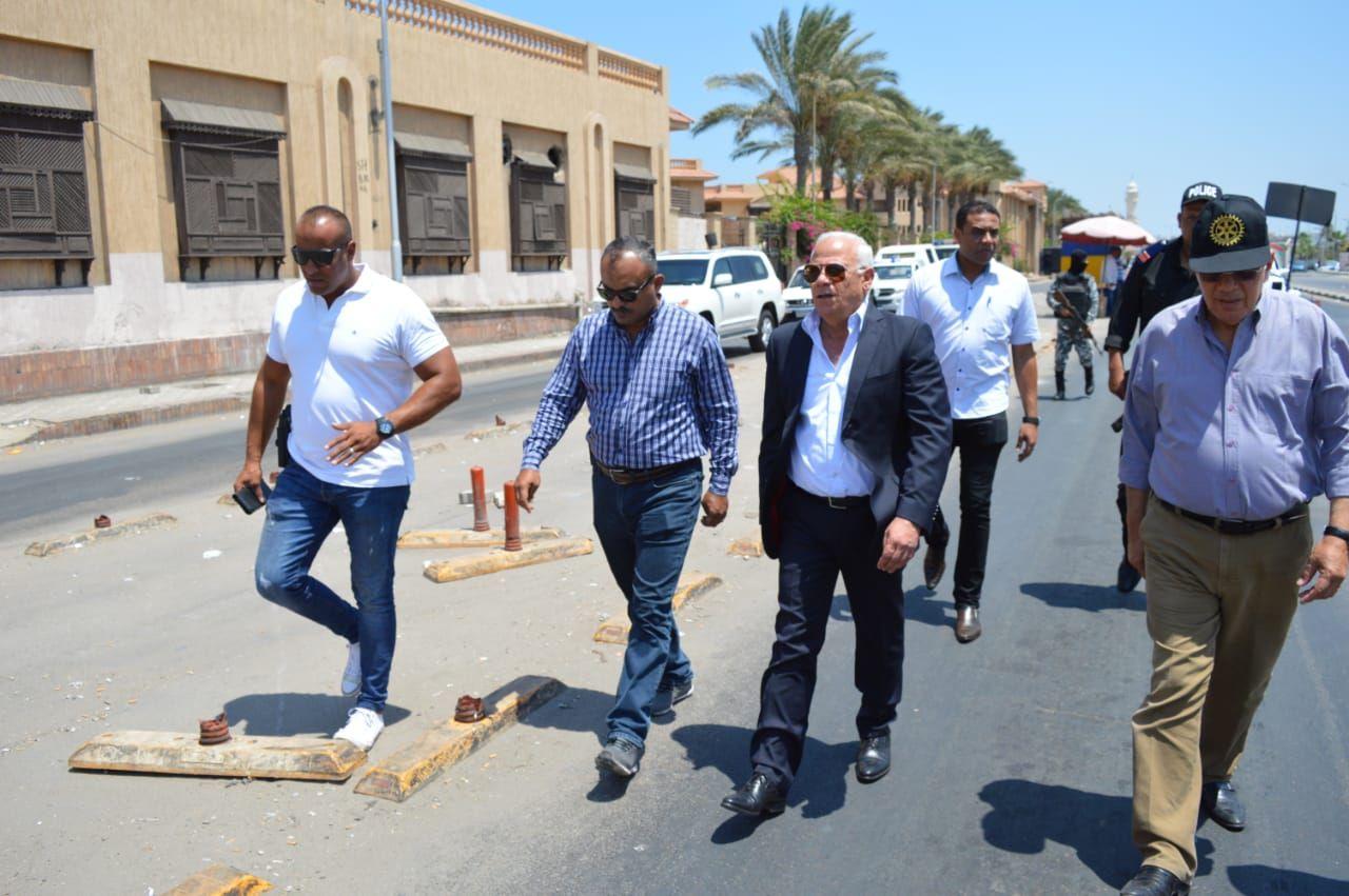 محافظ بورسعيد يتابع عمل المنافذ الجمركية (2)